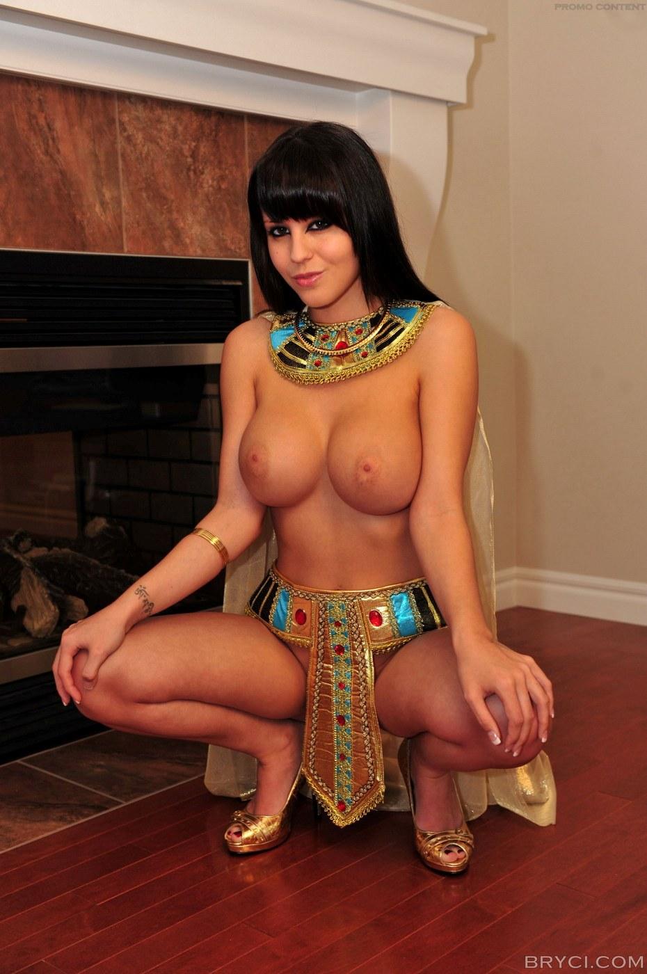 Nude Princess Cleopatra