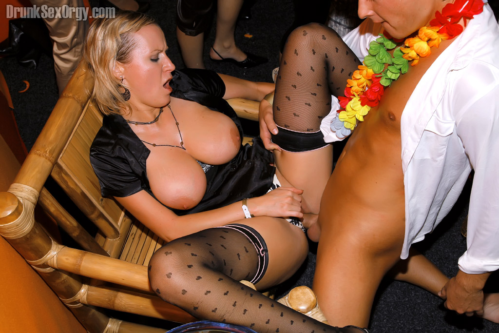 Xxx free video drunk chicks