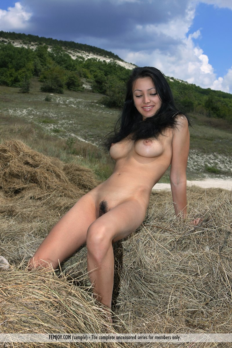 Cute farm girl naked 9