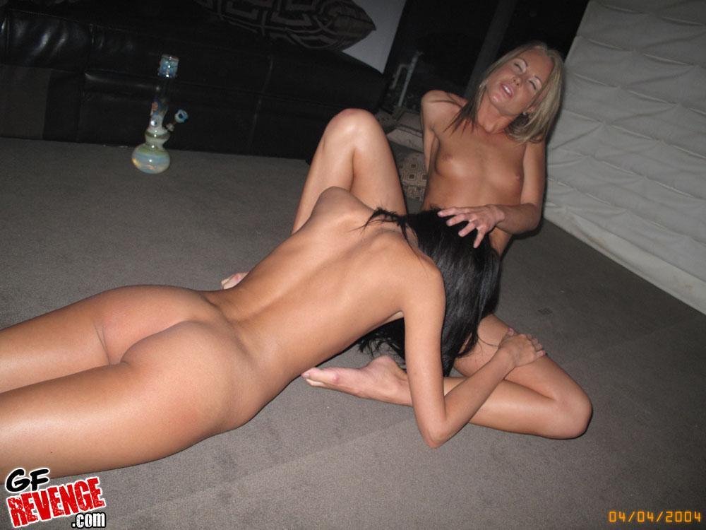 Lesbian Pussy Lick Up Close